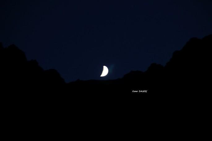 gece ay ışığı altında uyumak