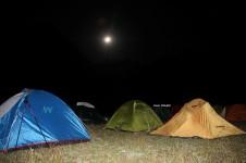 Ay ışığında uykumuz hiç eksik olmadı..